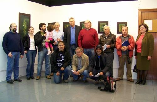 Unha representación dos colectivos que apoian o proxecto (non están todos os que acudiron á presentación)