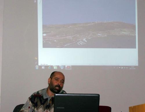 Cándido Martínez, de Luita Verde, na charla informativa celebrada en Marín sobre o parque eólico proxectado en Pedras Negras.