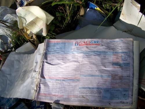 Verquido ilegal no lugar das Presas, no que se aprecia material da empresa Galigru.