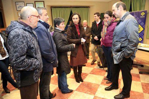 A familia Montenegro e o presidente da Asociación de Veciños de San Xulián agradecéronlle a Louzán as súas palabras en memoria de Xan.