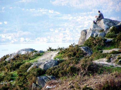 Miradoiro natural do Monte Pituco, un dos puntos de interese do Espazo Natural e Arqueolóxico dos Sete Camiños.