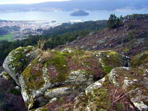 Vista de Marín, co Monte Pituco na parte inferior, desde o Alto da Encavada.