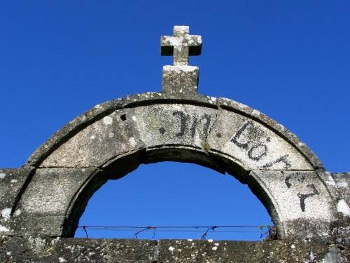 A cruz que coroa a antiga finca de López.