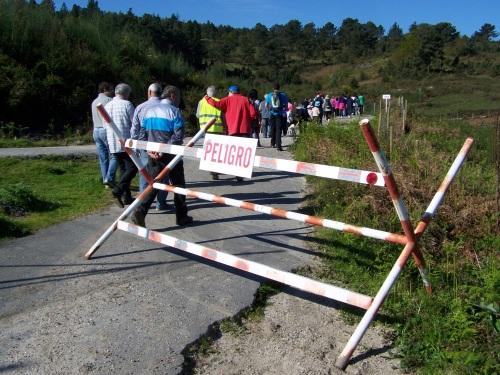 A Comunidade de Montes de Salcedo organizou unha andaina polos terreos recuperados á Brilat.