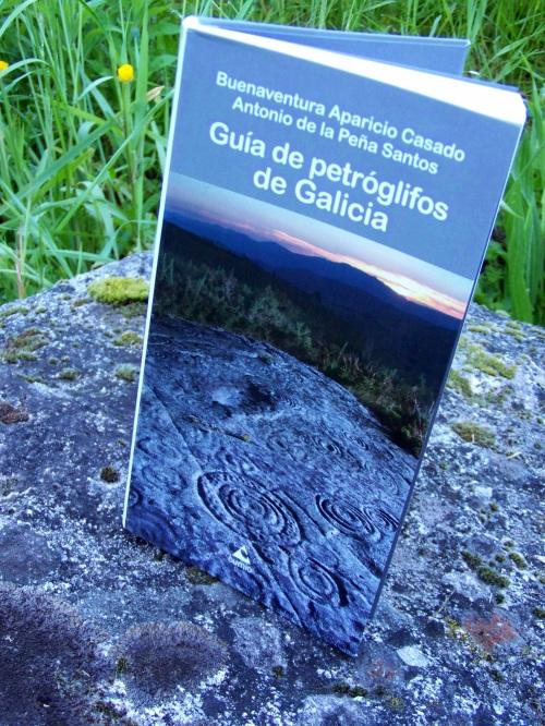"""""""Guía de petróglifos de Galicia"""": Buenaventura Aparicio & Antonio de la Peña."""