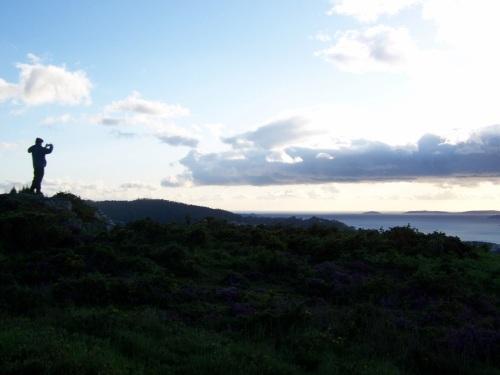 Admirando as vistas da ría dende o Alto do Pornedo.