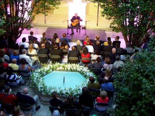 Recital de Amancio Prada na inauguración do Edificio Sarmiento.