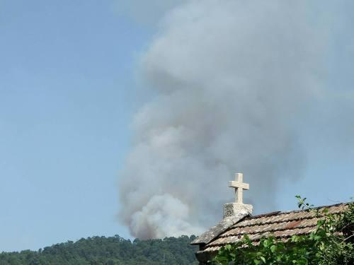 Vista do incendio en Salcedo dende Coirados (Marín). Foto de PauloTroitiño.