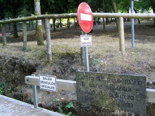 No acceso á estrada interior de Castiñeiras.