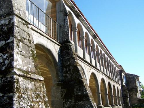 No mosteiro de Lérez.