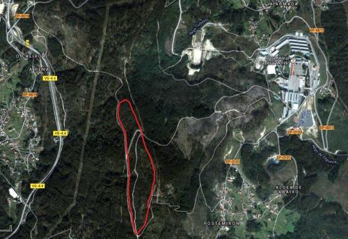 A liña vermella indica o terreo susceptible de cesión por parte de San Xulián.