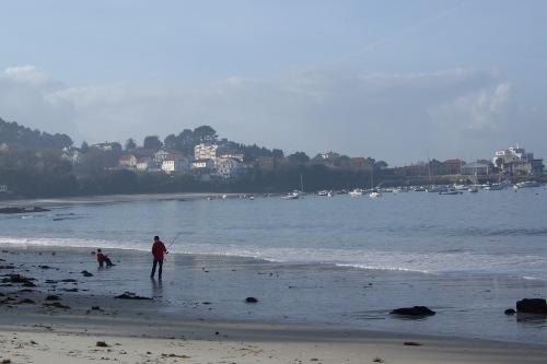 Praia de Aguete co Clube Náutico ao fondo.