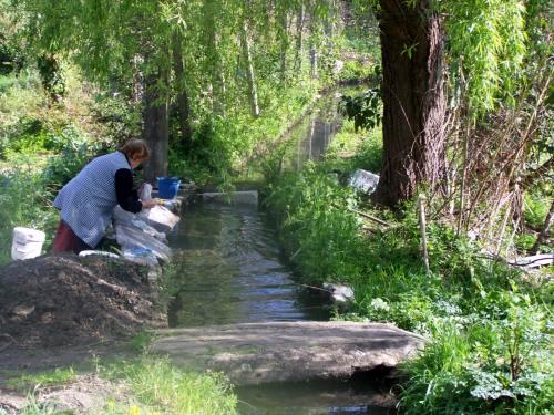 Lavadoiro no río Lameira.