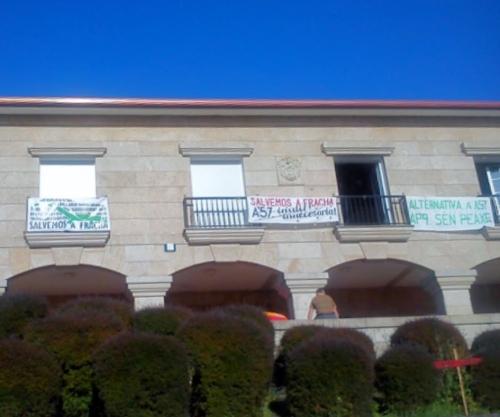 Xuntanza de Salvemos A Fracha na Casa de Montes de Marcón.