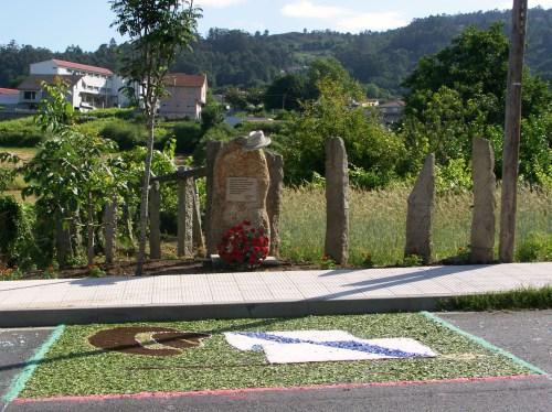 Alfombra floral dedicada a Xan Montenegro.