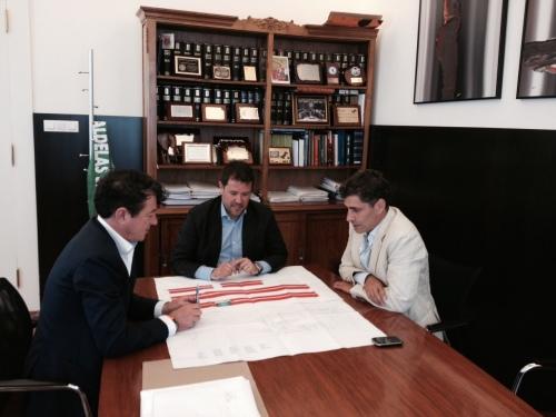 O alcalde de Ponte Caldelas reunido con responsables de Orbe.