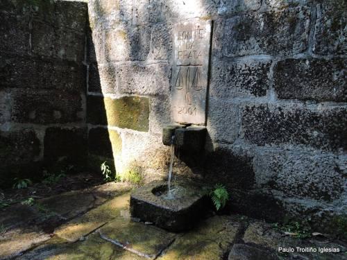 Na fonte da Prata (foto, Paulo Troitiño).