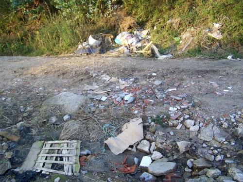 Máis lixo no Monte Pituco.