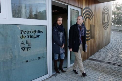 Visita do conselleiro de Cultura aos petroglifos de Mogor (Foto, Xunta).XVazquez Mogor1