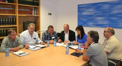 A Fundacion Lago de Castiñeiras, reunida co grupo parlamentario do PP de Galicia.