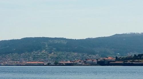 Vista do Monte Pituco dende a ría.