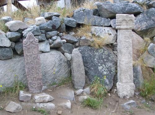 Reprodución das aras votivas do Monte do Facho.