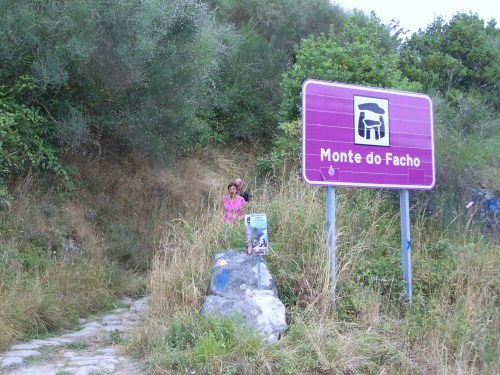 Acceso ao Monte do Facho.