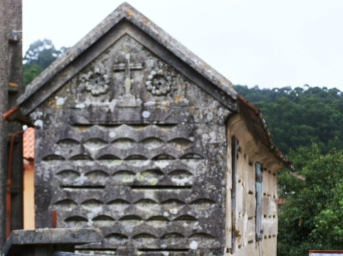Hórreos na aldea de Donón