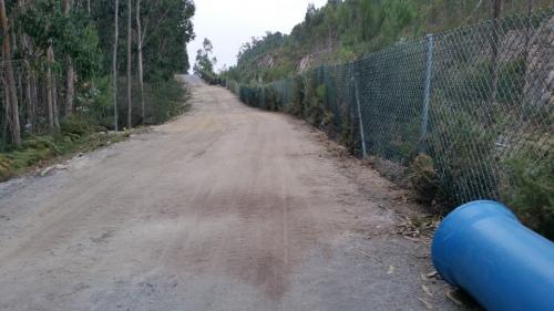 Obras de ACUAES na pista de servizo da Variante.