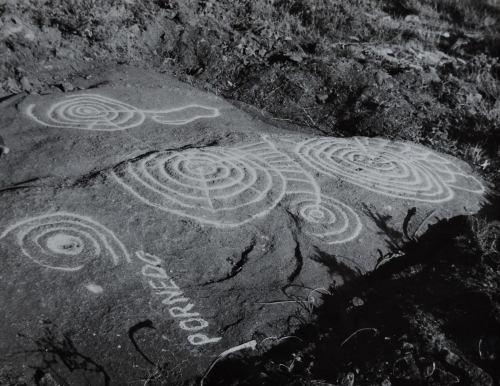 Petroglifos de Pornedo, por Carlos Paratcha (anos 50).