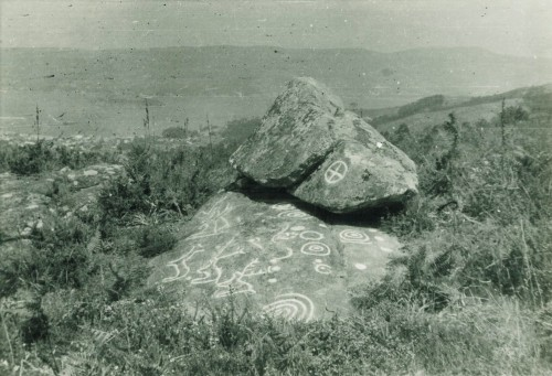Conxunto rupestre de Champás nº3. Foto, posiblemente, de Carlos Paratcha, anos 50.