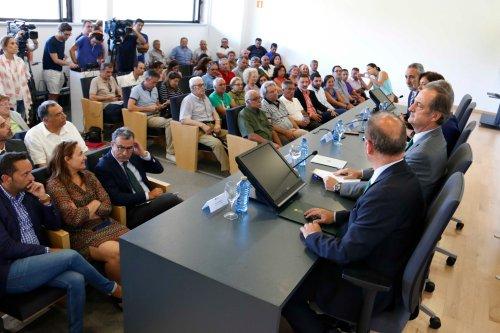 Público asistente á sinatura do pacto ambiental entre a Xunta e Ence