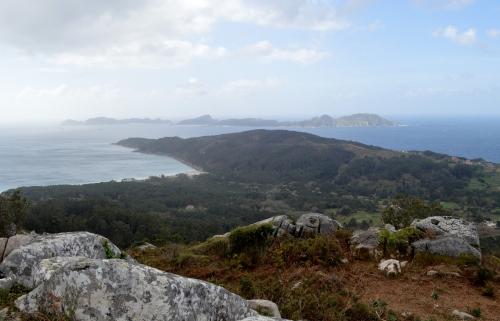 Vistas de Cíes dende Outeiro Batente, nos montes de Hío.