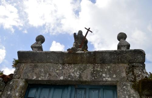 Portal da casa parroquial de Hío