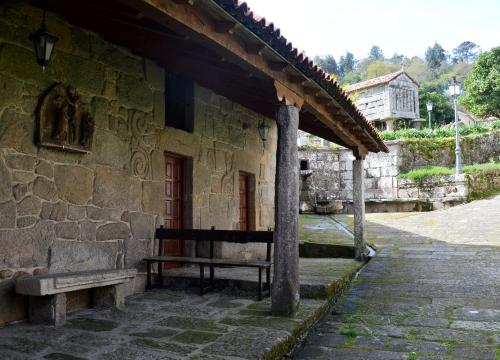 Interior da casa parroquial do Hío.