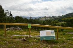 Novo valado protexendo os petroglifos de Outeiro da Mina