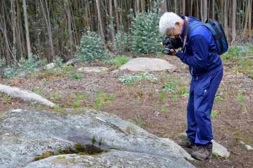 Antonio Costa, tomando imaxes dos gravados que procesaría coa técnica da reconstitución 3D