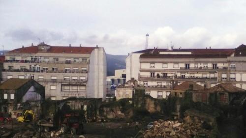 Vista do interior da mazá de Méndez Núñez, en plena demolición das vivendas