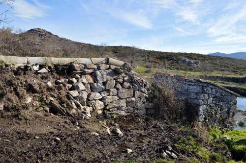 Ruta polos petróglifos de Amoedo, en Pazos de Borbén