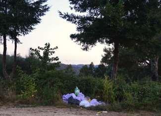 Outro verquido de entullos na pista forestal do Pituco (Pornedo)