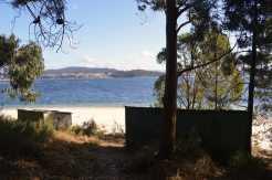 A Irmandade reclama a demolición das casetas a pé de praia