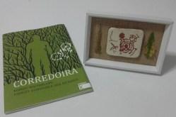 Libros e artesanía elaborada en Alén das Olas, os agasallos aos participantes no Certame Fotográfico 'O Balcón da Ría'.