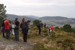 Contemplando o castro da Subidá e a costa da ría de Pontevedra dende o alto do Pornedo.