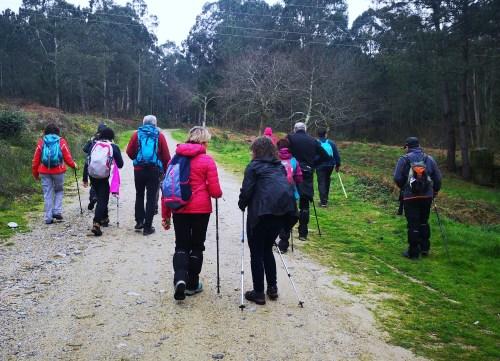 Ruta polo Espazo Sete Camiños con sendeiristas de Negreira, Compostela e Cerceda