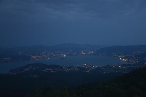Noite sobre a ría de Vigo, dende Cotorredondo