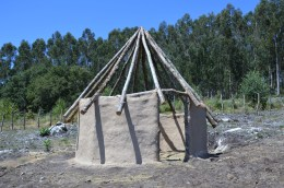 Construcción da aldea neolítica en Salcedo