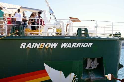 O Rainbow Warrior, en Vilagarcía