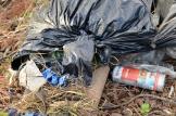 Aerosoles e lixo metido en bolsas de plástico