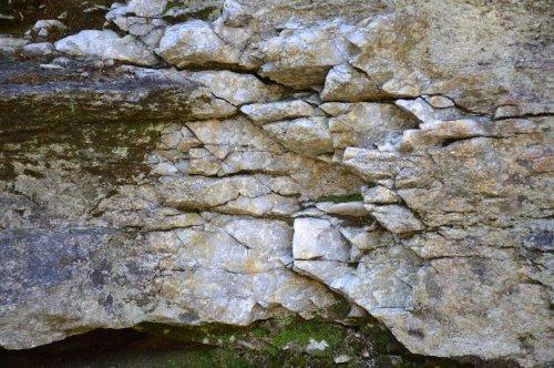 Pedras que rezuman auga